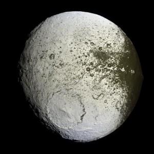 Iapetus_NASA