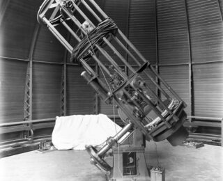 UR #28: Photometry and Analysis of a Sample of Quasars on Archival Yerkes Observatory Photographic Plates